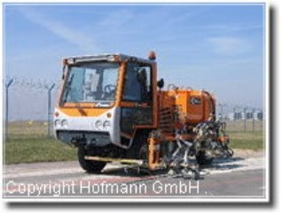 Фото: Машины дорожной разметки на базе грузовых автомобилей  H-35