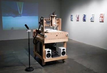 Описание: Робот-абстракционист. Источник фото: blog.stylesight.com