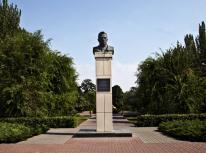 Описание: Памятник Логинову в Волжском