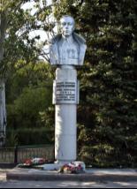 Описание: Памятник генералу Карбышеву в Волжском
