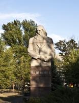 Описание: Памятник Менделееву в Волжском