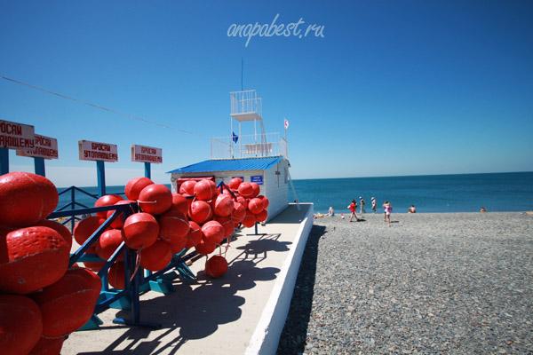 Галечный пляж в поселке Сукко