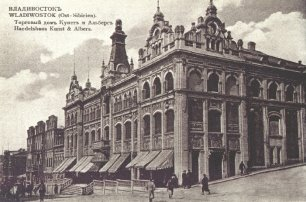 Изображение выглядит как фотография, старый, здание, черный  Описание создано автоматически