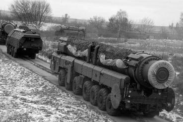 J:\Для статьи Кузьмина РВСН\Учебный марш дивизиона ракетного комплекса Тополь на тактическом поле филиала ВА РВСН.jpg