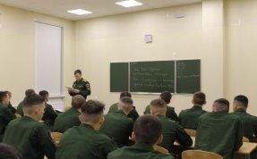 Фотофрагмент проведения опроса по вопросу формирования мотивации учебной деятельности курсантов при применении коучинг-подхода