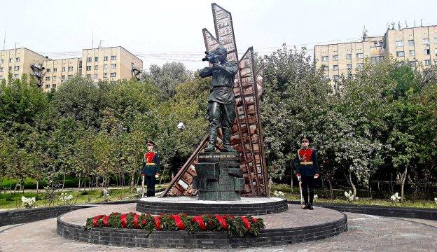 Памятник фронтовым кинооператорам в Красногорске. Фото: © Андрей Ермилов / ТАСС [6]