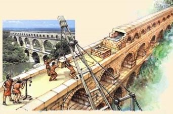 Древний акведук в городе Ниме