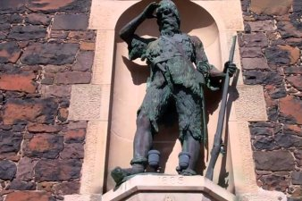Статуя Робинзона Крузо