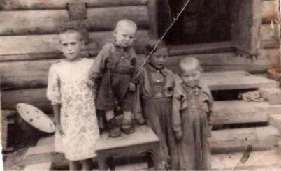 C:\Users\ZXC\Desktop\Фото\20 июля 1953 год Лена, кеша, Гоша, Митя.jpg