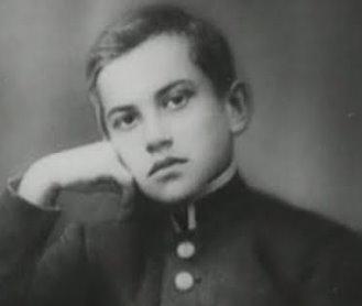 Владимиру Маяковскому— 125. Жизненные перипетииголоса пролетариата