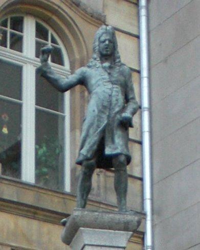 https://upload.wikimedia.org/wikipedia/commons/e/e0/Eisenbarthbrunnen.JPG