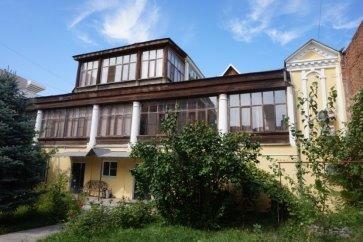 Дом прапорщицы Петровой (с 1902 г. купцов Беззубиковы). Южный фасад