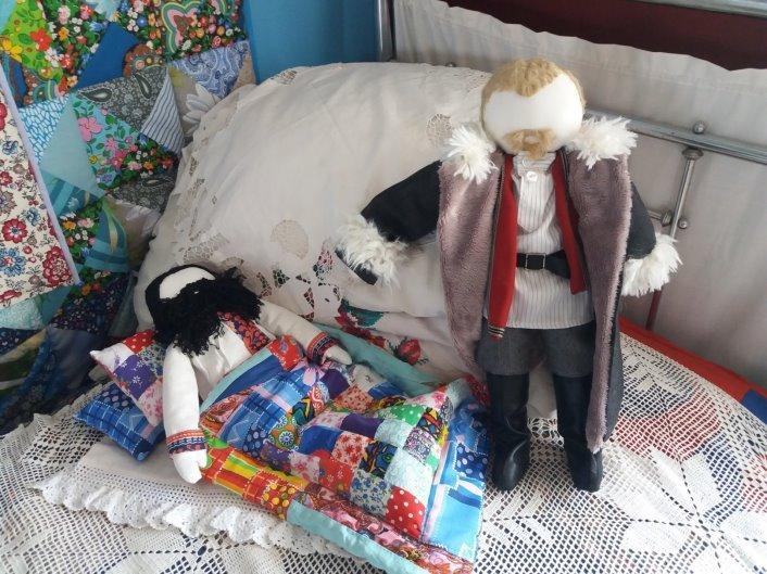 Лариса Летунова (https://vk.com/id4883054) — «История Бердска в куклах»: эпизод посещения купцом Гороховым своего больного работника.