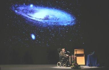 Стивен Хокинг предложил новую теорию черных дыр